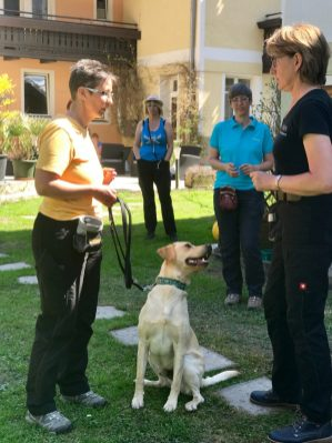 Hundehotel – Dagmar arbeitet mit einer Teilnehmerin