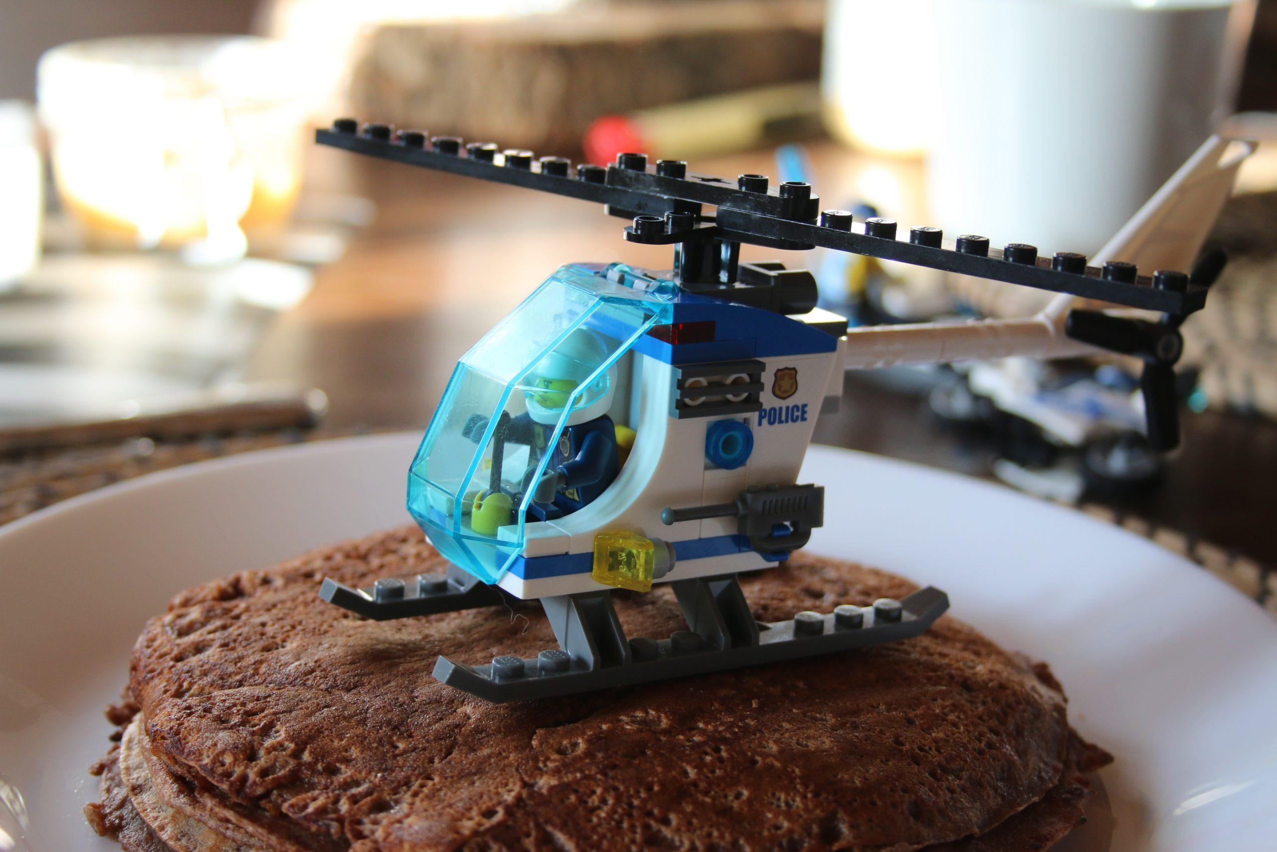 Lego Hubschrauber auf Pfannkuchen