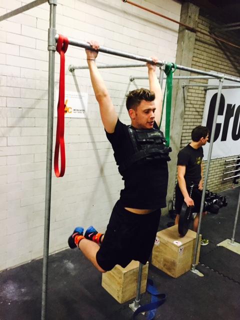 pull-ups met weight vest crossfit