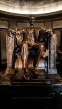 Lincoln statue at the entrance to his tomb
