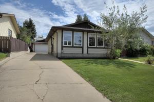 1711-39-Street-NW-Edmonton-AB-large-002-Front-of-House-1500x1000-72dpi