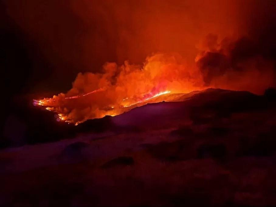 Incendio activo cerca de la Garganta de los Infiernos