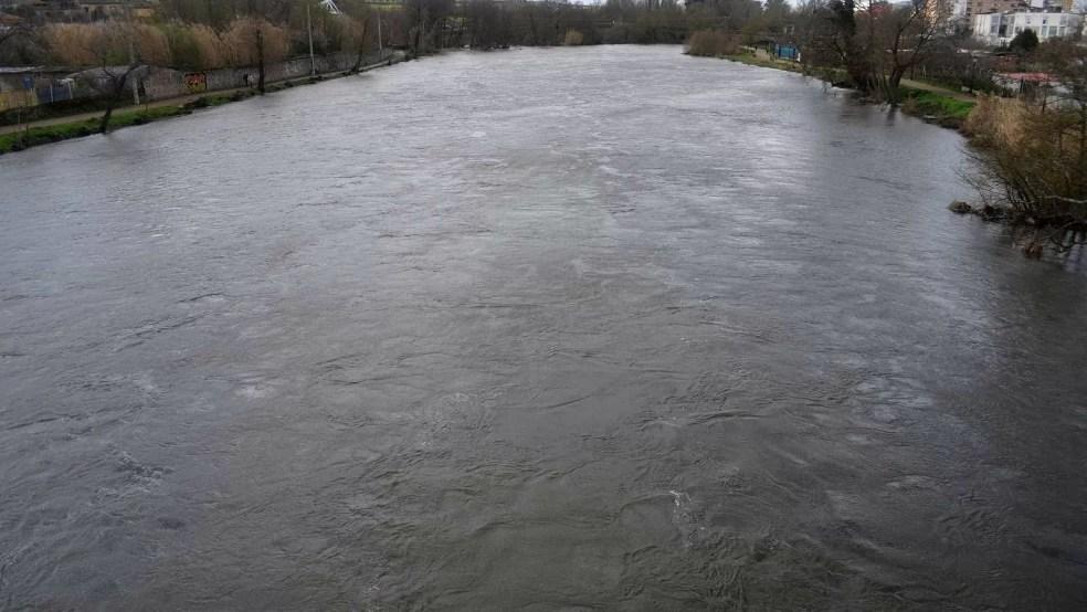 Aparece sin vida un hombre de 35 años flotando en la presa del Jerte