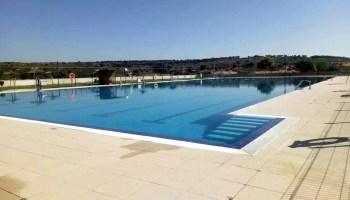 Un varón de 70 años grave tras un vahído en la piscina de Montehermoso