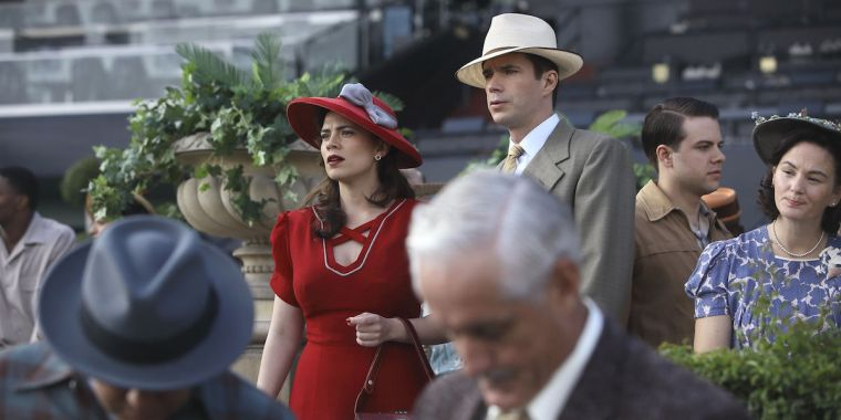 Agent Carter (Hayley Atwell) and Edwin Jarvis (James D'Arcy) blending in.  (Agent Carter, Marvel Entertainment, ABC Studios)