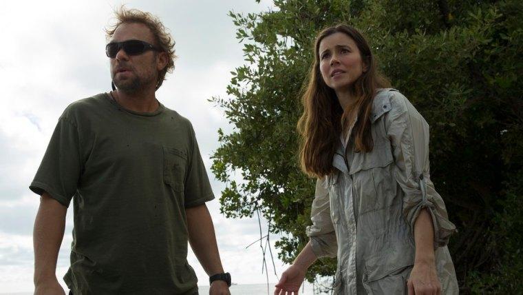 Left & Right: Kevin Rayburn (Norbert Leo Butz) & Meg Rayburn (Linda Cardellini) (Bloodline, Netflix)