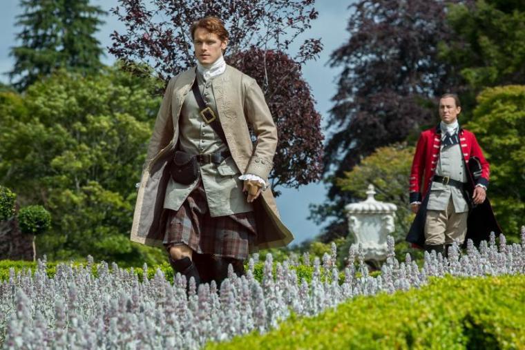 Jamie Fraser (Sam Heughan) & Jonathan Randall (Tobias Menzies) (Outlander, Starz)