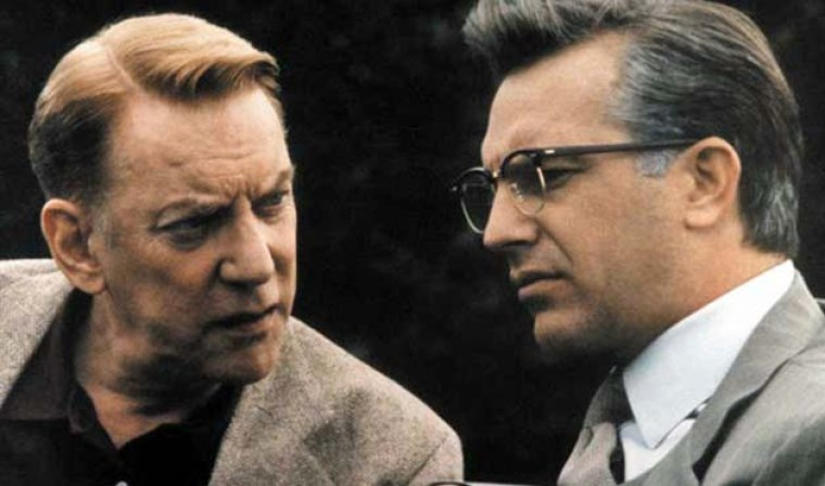 Jim Garrison (Kevin Costner) with anonymous whistleblower X (Donald Sutherland) (JFK, Warner Bros)
