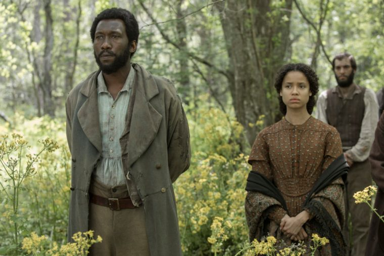 Moses (Mahershala Ali) with Nurse Rachel (Gugu Mbatha-Raw) in Free State Of Jones (Free State Of Jones, StudioCanal)