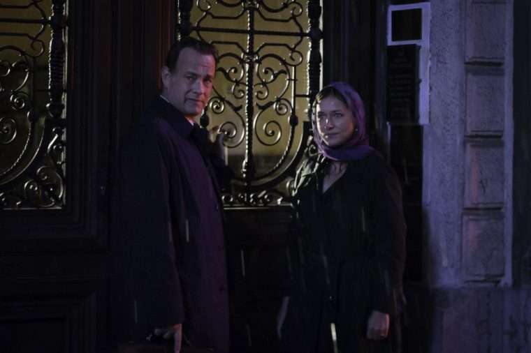 Robert Langdon (Tom Hanks) and Elizabeth Sinskey (Sidse Babett Knudsen) (Inferno, Sony Pictures)