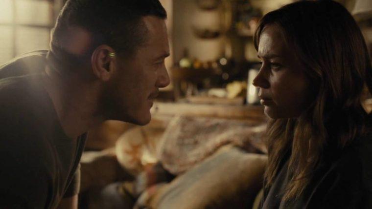 Scott (Luke Evans) with Rachel (Emily Blunt) in this gritty psychological thriller (The Girl On The Train, Dreamworks SKG)