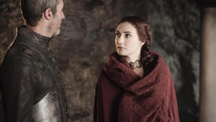 Stannis Baratheon (Stephen Dillane) talking with Lady Melisandre (Carice van Houten) at Dragonstone (Game Of Thrones, HBO)
