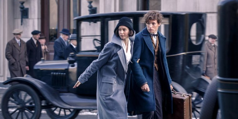 Tina Goldstein (Waterston) keeping the tourist Schamander (Redmayne) out of trouble (Fantastic Beasts And Where To Find Them, Warner Bros)