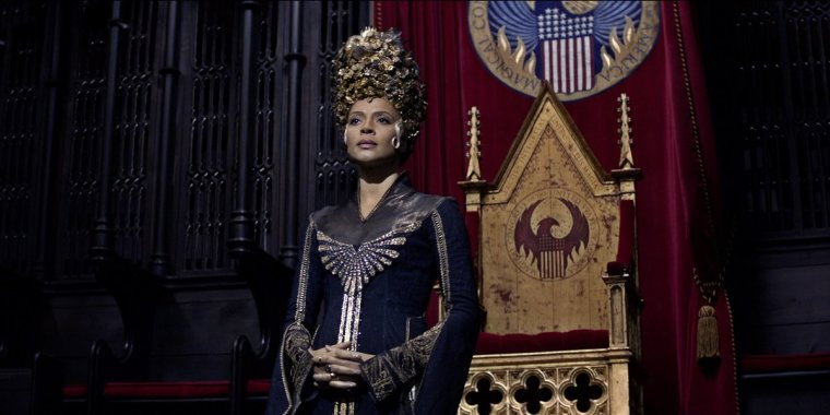 Madam President Seraphina Picquery (Carmen Ejoga) in Fantastic Beasts (Fantastic Beasts And Where To Find Them, Warner Bros.)
