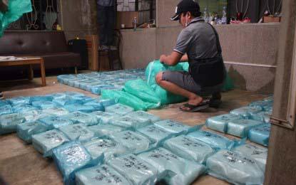 2 Chinese nationals killed in Cavite, P1.9-B shabu seized