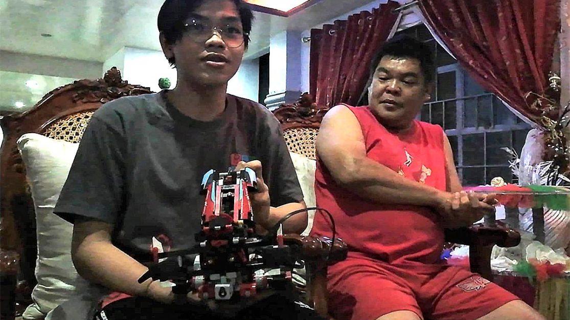 Teenager from Abra makes robot that picks, sorts garbage