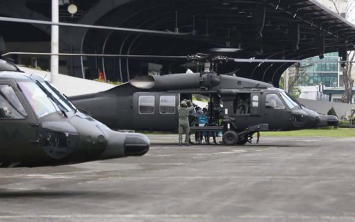 PAF's new Black Hawk choppers transport Covid-19 vaccines