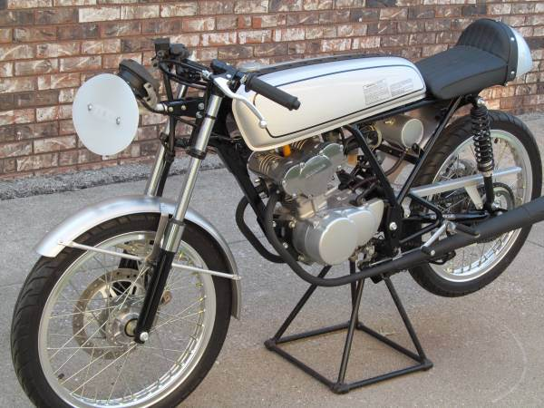 Honda Dream 50R - Left Side