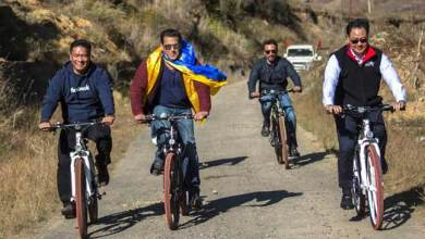 Salman Khan goes cycling with Pema and Rijiju, photo goes viral