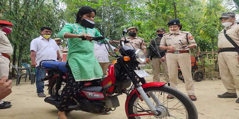 Assam: Dibrugarh police gifted moped to a young girl who selling vegetables on bicycle