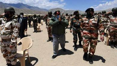 Photo of PM Modi visits Nimu in Ladakh, interact with personnel of Army, Air Force and ITBP