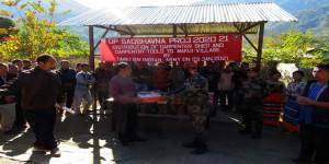 Manipur:Army presents carpenter shed, carpentry tools to villagers