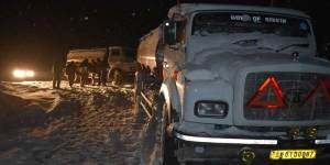 Sikkim:Indian Army evacuates truck drivers stranded in snow