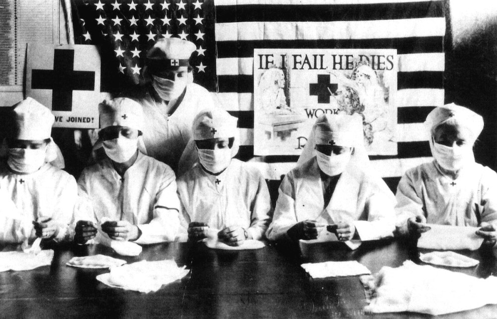 Des volontaires luttent contre la grippe espagnole