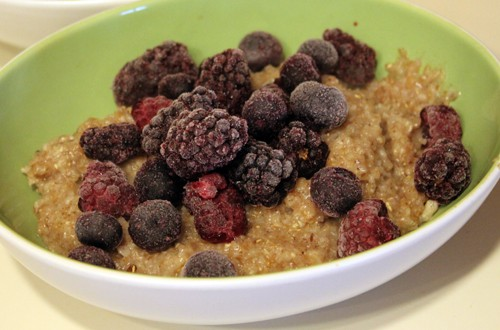 Oatmeal with frozen berries