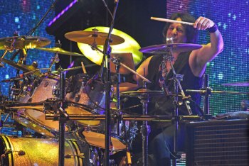 Jay Schellen standing in for Alan White on drums