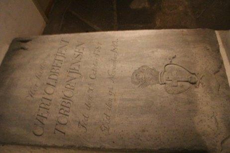 Salah satu nisan di makam bawah tanah.