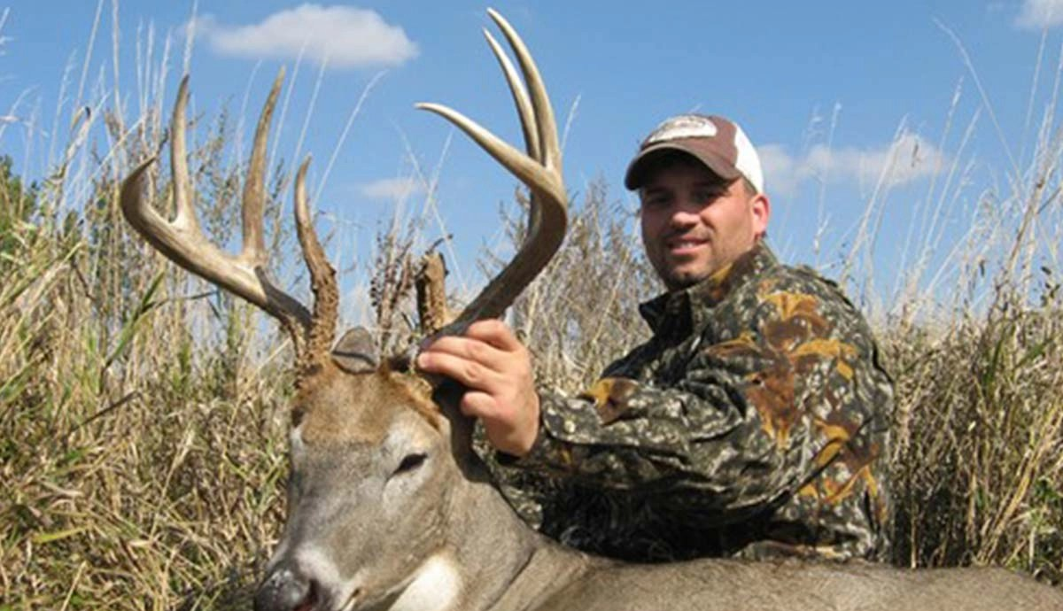 South dakota deer hunting trophy class whitetail guide and learn more sciox Images