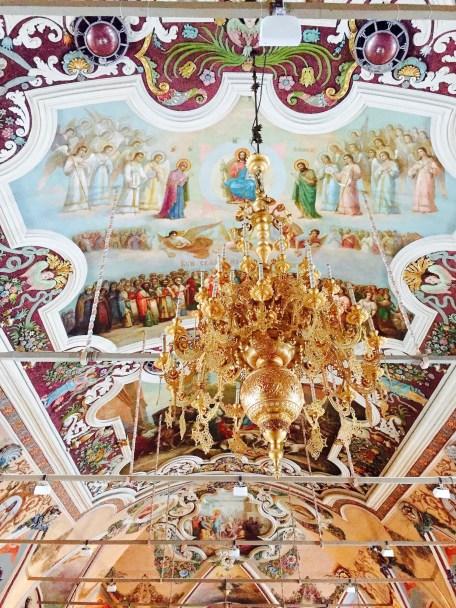 sergiev-posad_refectory_inside_chandelier
