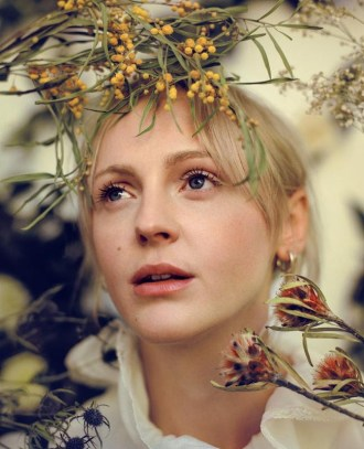 "Laura Marling releases new song ""Wild Fire"""