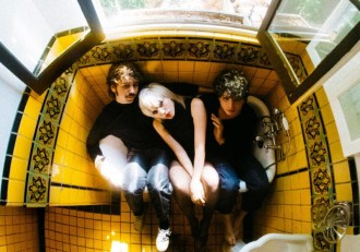 "Sunflower Bean announce 'King of the Dudes' . Share new single ""Come For Me"""