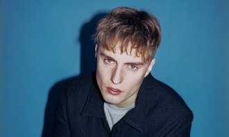 """UK singer/songwriter Sam Fender, has released a new single and video for """"Playing God"""", along with the news he has announced new North American dates."""
