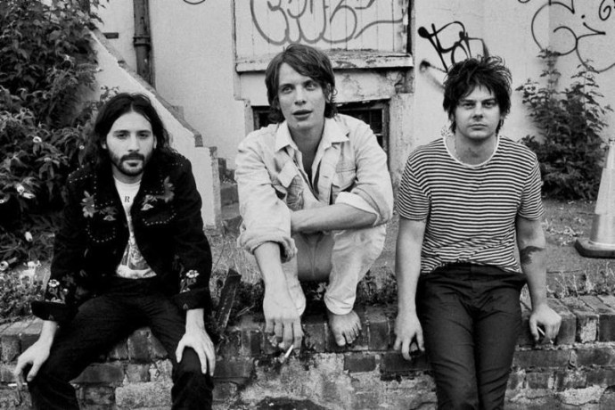 """Yak release their new album Pursuit of Momentary Happiness, out tomorrow. Ahead of the album's release, the band have shared a video for """"Fried,"""""""