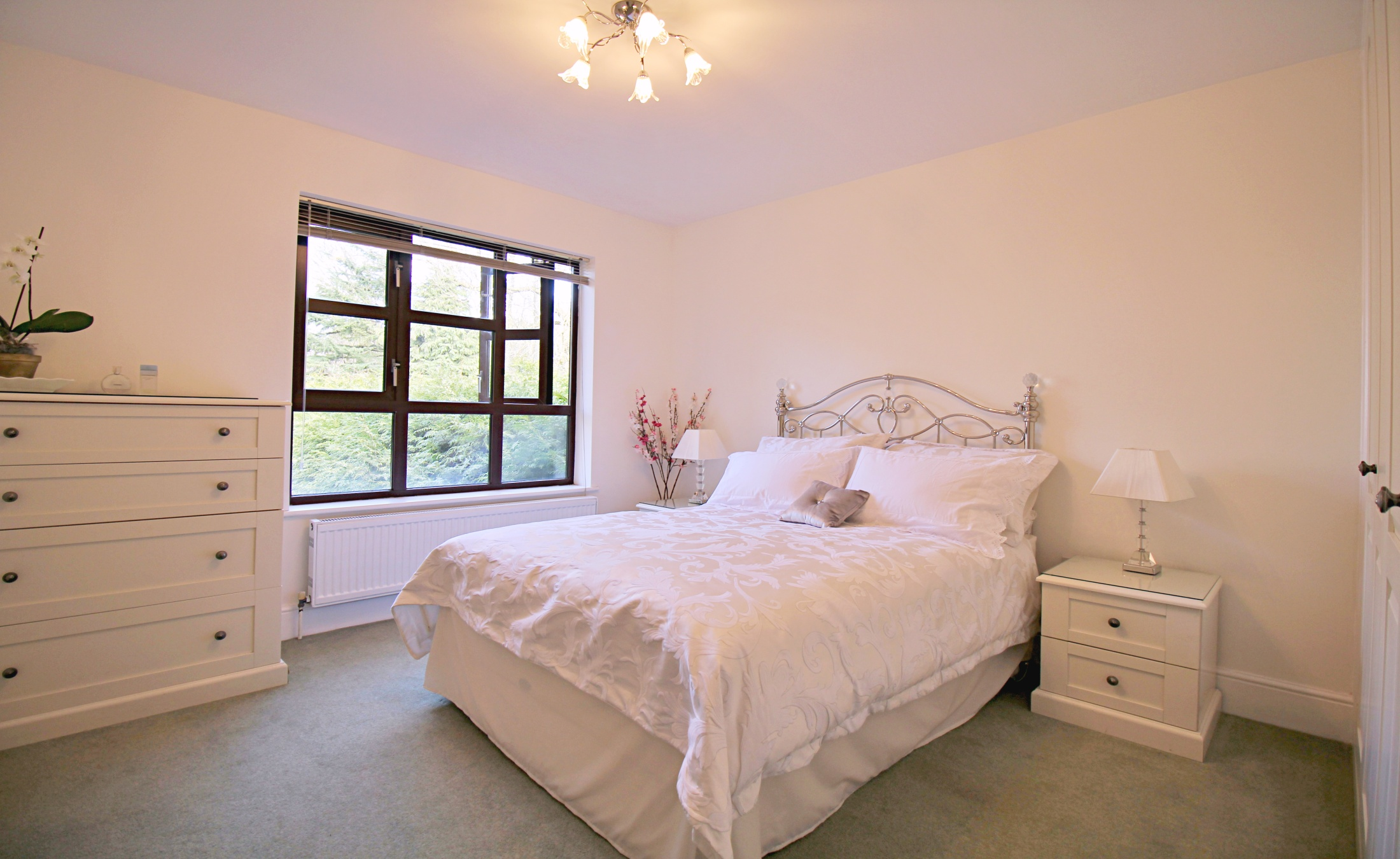 Two Bedroom Apartment in Woodside Park