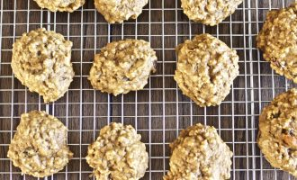 Oatmeal Raisin Pumpkin Cookies (Toddler Friendly)