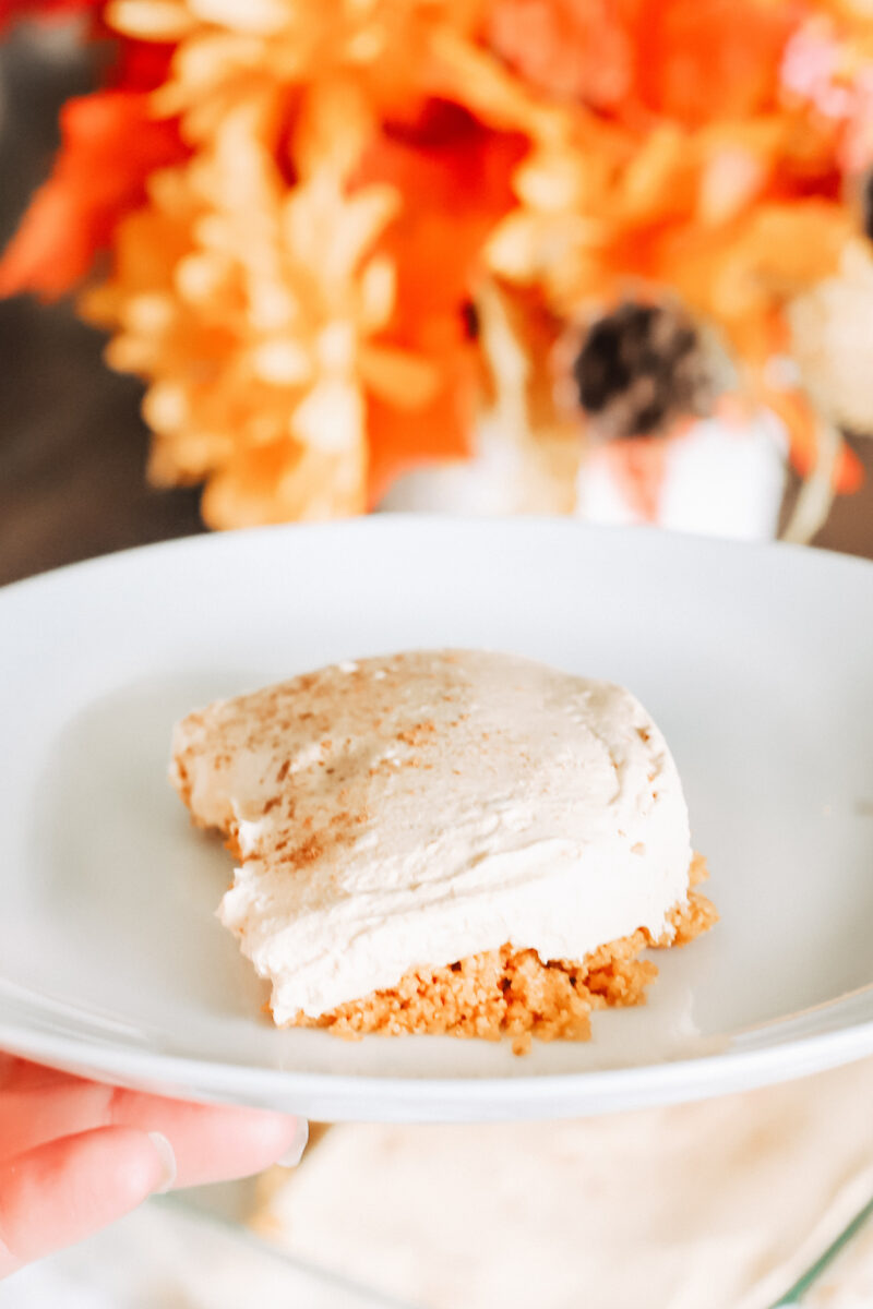 This super simple keto pumpkin cheesecake recipe is no-bake and ready in 10 minutes. Delicious pumpkin spice flavours while  being low carb! A sugar free, scrumptious fall and Thanksgiving dessert!