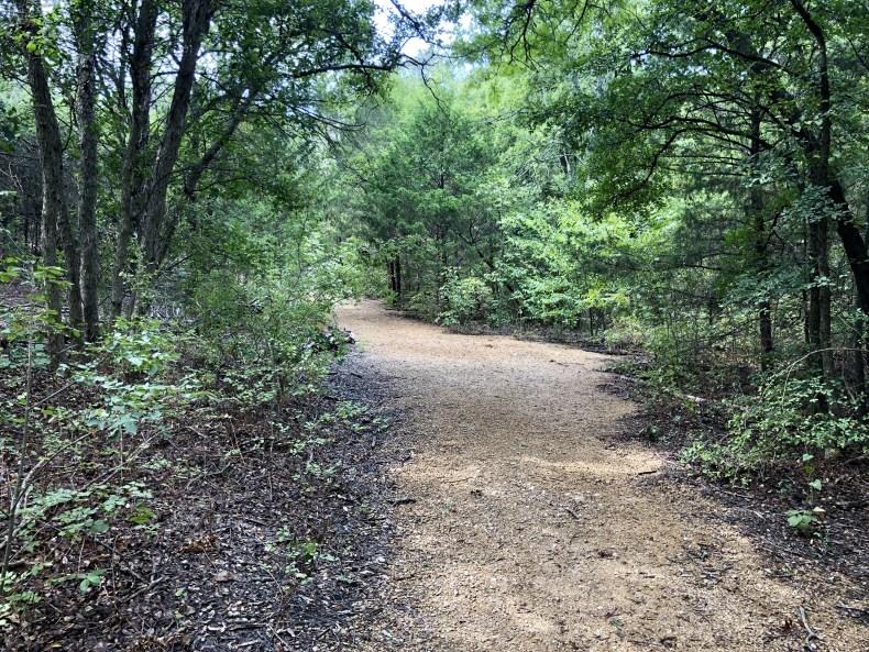 Dogwood Canyon: Canyon Floor Trail