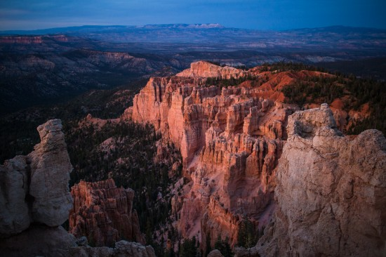 Bryce Canyon from Rainbow Point, Utah, USA on northtosouth.us