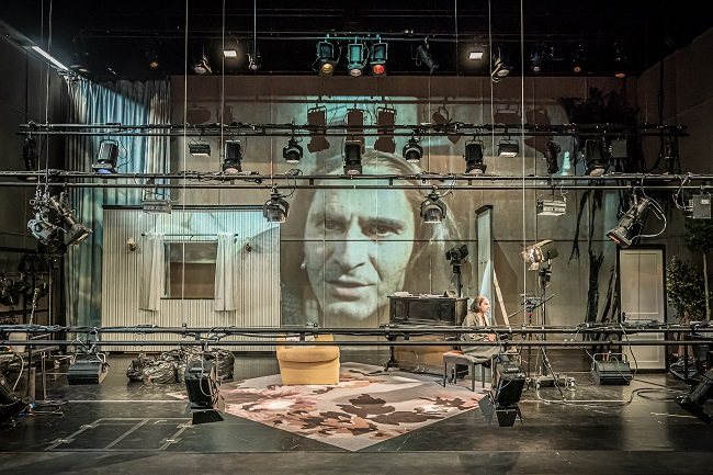 The Two Character Play – Hampstead Theatre