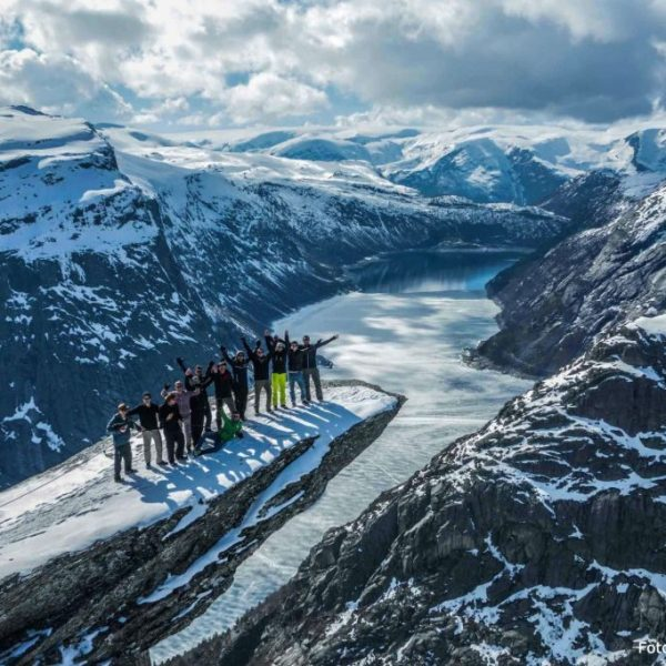 Group on top of Trolltunga