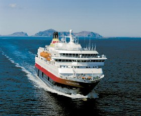 Tourists and coastal residents will see no change in Hurtigruten service after an agreement was signed by the shipping company and Norways Department of Transport.