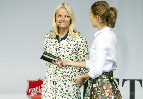 Princess Mette-Marit visit Saturday Fretex´s gjenbruksdag in Bergen, here on stage with master of ceremonies Jenny Skavlan.