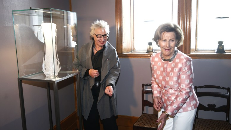 Queen Sonja opened his own glass art collection
