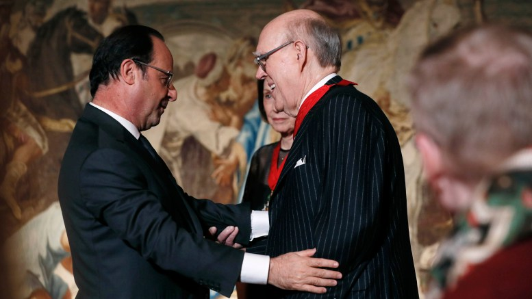 French President Francois Hollande (L) embraces American collector Spencer Hays (R) as his wife Marlene Hays (partially hidden) stands near after they were named Commandeur de la Legion d'Honneur (Commander of the Legion of Honour) following their donation of painting masterpieces to the Musee d'Orsay at the Elysee Palace in Paris, France October 22, 2016.  REUTERS/Thomas Samson/Pool