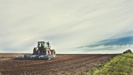 Farmer, Tractor, Plowing, support from LO
