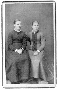 Ellen Almlie (left) and her sister Pauline Almlie Hagen. Photo from the collection of Iris Lambert.
